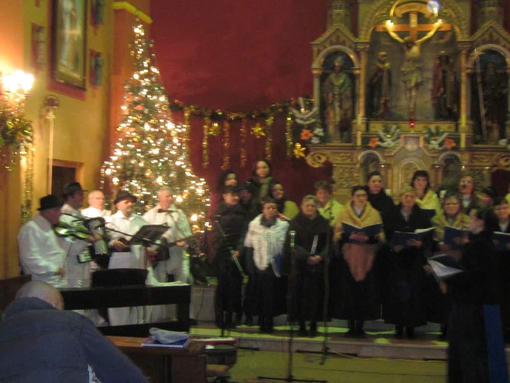 "Božični koncert KUD-a ""ZVIRIŠČE"" održan 26.12.2011. u crkvi sv. Križa Šemovci video zapisi."